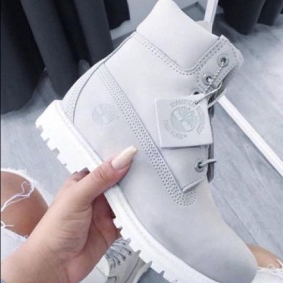 grey timberland bottes white sole
